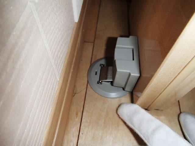 ドアストッパーのロックがかからない例